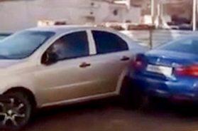 woman-hits-cars-phone-ft
